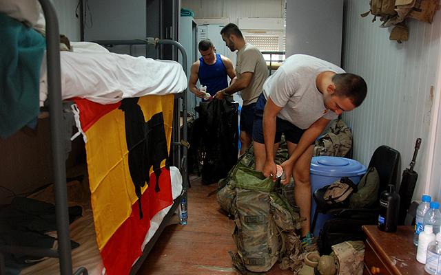 Militares de la primera compañía recogen su habitación en Qala-e-now. | M. B.
