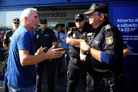 Diego Cañamero, en el asalto al hipermercado.| Afp