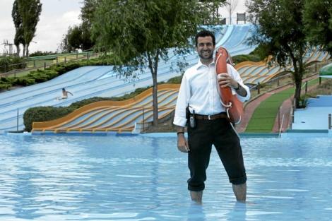Mariano Valverde en un parque acuático. | JAIME VILLANUEVA.