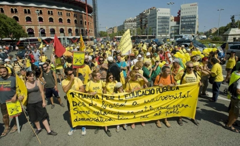 Los activistas a su llegada a plaza Espanya. | Santi Cogolludo