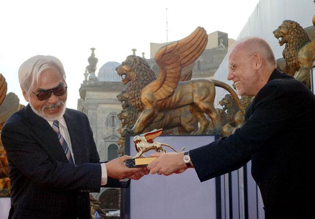 Miyazaki recibe en 2005 en venecia el León de Oro por su carrera. | EL MUNDO