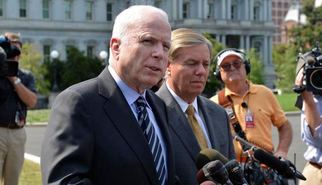 El senador John McCain, tras reunirse con Obama. | Reuters