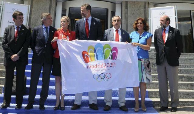 Miembros de la candidatura, encabezado por el Príncipe Felipe, en un acto reciente. | E.M.