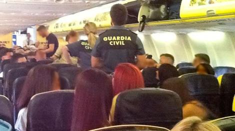 La Guardia Civil interviene en el vuelo de Ryanair.