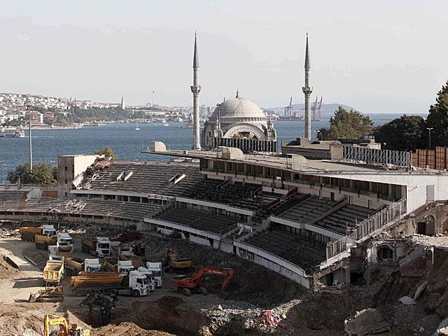 Vista general de la construcción del nuevo estadio de fútbol en Estambul. | Reuters