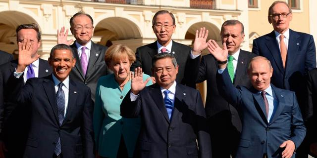Cameron, Obama, Merkel y Putin, entre otros líderes, en la foto de familia de San Petersburgo. | Afp