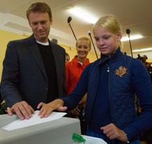 Navalny vota con su hija.