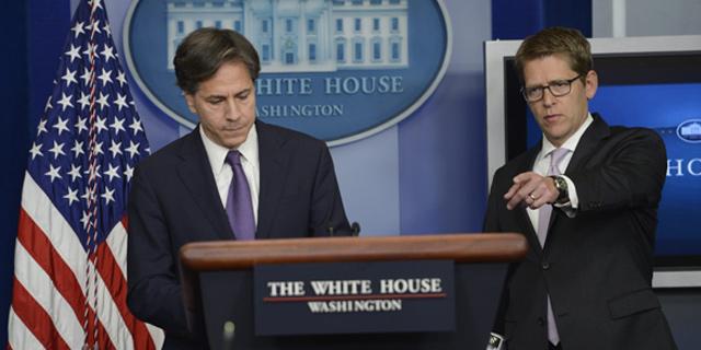 Tony Blinken y Jay Carney, en la rueda de prensa en la Casa Blanca.   Efe
