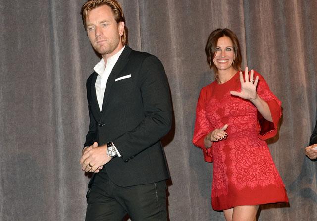 Imagen de Ewan McGregor (i) y Julia Roberts durante la presentación de 'Agosto' en Toronto. | Afp