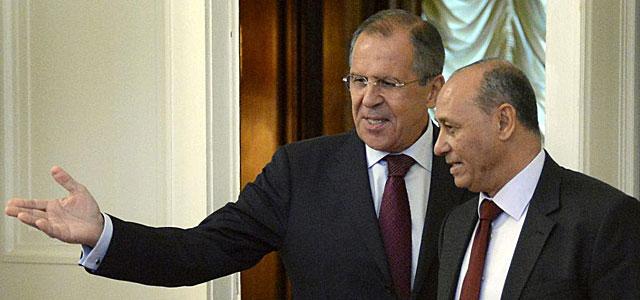 El ministro ruso de Exteriores, Sergei Lavrov (i), recibe a su homólogo libio en Moscú.   Efe
