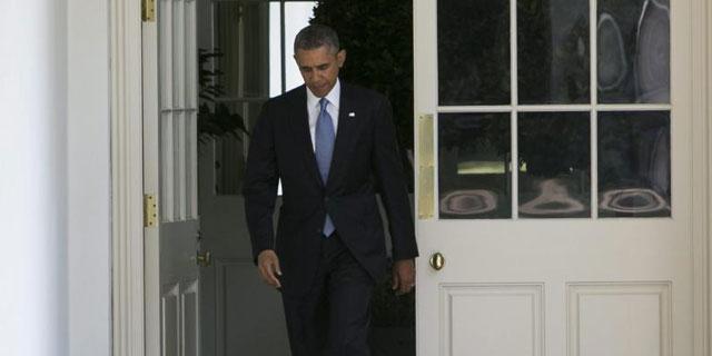 Obama, esta mañana, dirigiéndose al Despacho Oval en el inicio de su jornada. | Efe