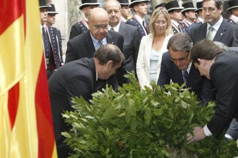 Artur Mas realiza la ofrenda floral a Rafael Casanova.   Antonio Moreno