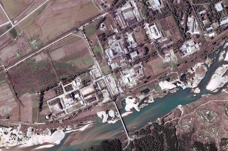 Fotografía de satélite tomada en 2004 que muestra la instalación nuclear de Yongbyon.   Efe