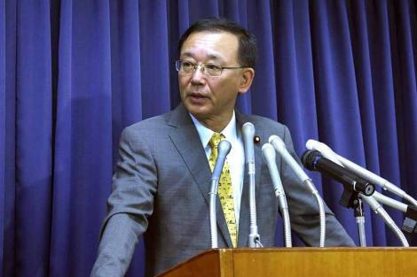 El ministro de Defensa nipón, Sadakazu Tanigaki, anuncia la condena del reo en Tokio. | Efe