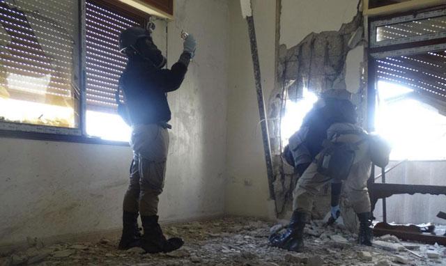 Inspectores de la ONU buscan restos de armas químicas en Damasco el pasado día 29. | REUTERS
