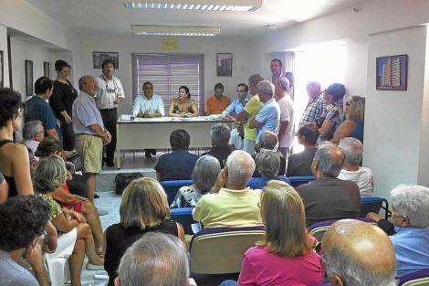 Imagen de archivo de una reunión de vecinos. | EM