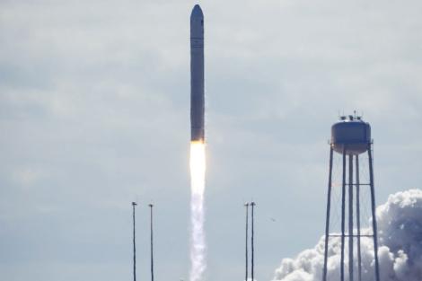 Despega rumbo a la Estación Espacial la segunda cápsula fabricada por una empresa   Ciencia   elmundo.es