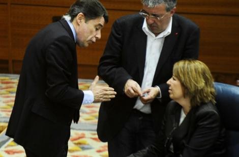 Ignacio González junto a la diputada Maru Menéndez.   G. Arroyo