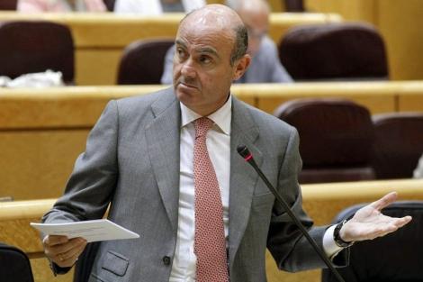 Luis de Guindos, ministro de Economía, en el Senado. | EFe