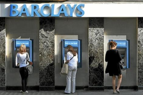 Cajeros de la sede de Barclays en Londres   AP