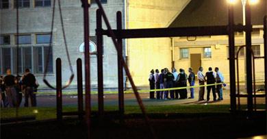 Policías en la cancha del tiroteo. | Afp