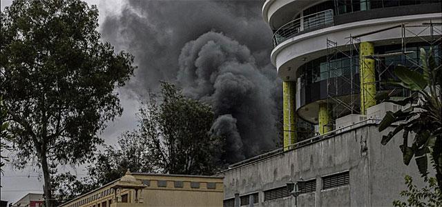 Humo procedente del centro comercial Westgate en Nairobi.  Efe