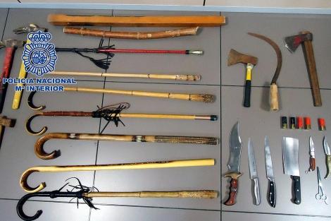 Las armas incautadas tras la reyerta. | ELMUNDO.es