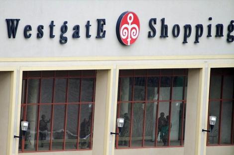 La policía en el interior del centro comercial Westgate en Nairobi. | Reuters