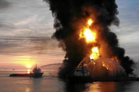 La explosión que causó el vertido en el Golfo de México en 2010. | Steadfast