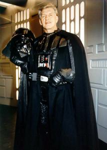 David Prowse, con el traje de Vader.
