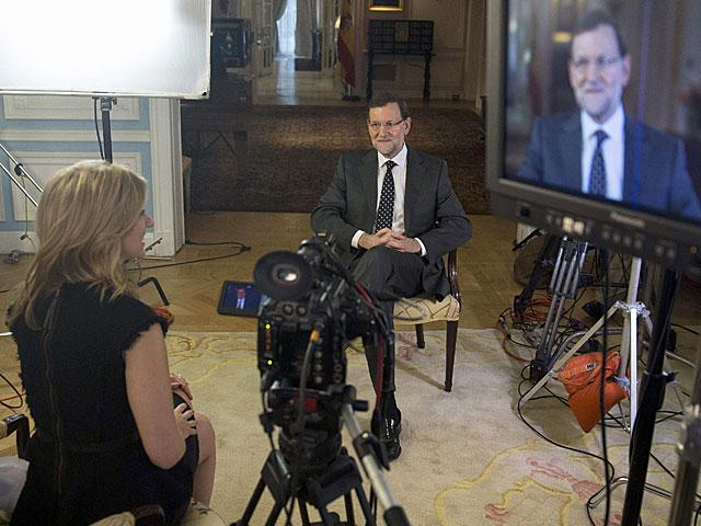 Mariano Rajoy en un momento de la entrevista.   Diego Crespo / Efe