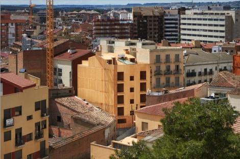 Edificio de madera en construcción en el centro de Lérida. | ELMUNDO.es