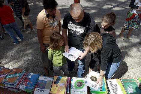 Mercadillo de libros de texto en Coslada, Madrid.   Antonio Heredia