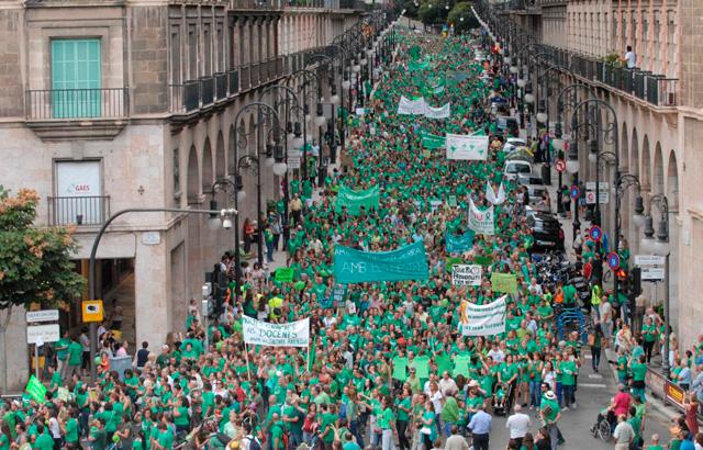 Riada de manifestantes. | J. Serra