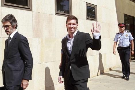 Leo Messi, a la salida del juzgado, tras declarar como imputado. | Efe