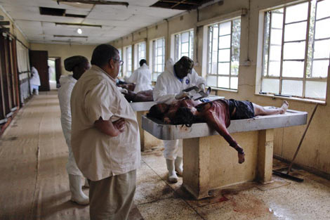 Tareas de reconocimiento de las víctimas en el ataque de Nairobi. | Efe
