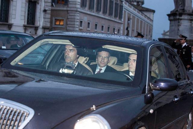 Letta de camino a su reunión con Napolitano, en el Palacio del Quirinal. | Efe
