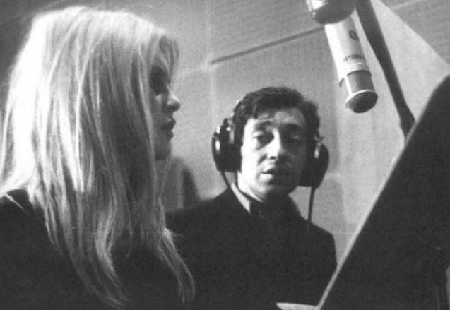 Brigitte Bardot y Serge Gainsbourg, durante la grabación de la primera versión del tema. | JR