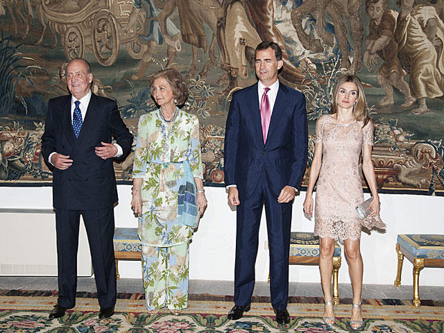 Los reyes y los príncipes de Asturias durante una recepción al gobierno balear en 2012. | Bernardo Díaz