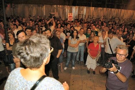 Manifestación contra el proyecto Castor, este lunes por la noche en Vinaròs. | E. F.