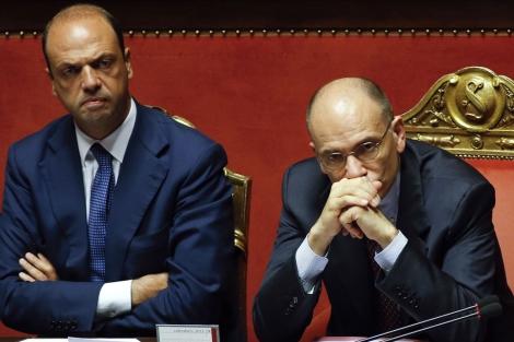 Angelo Alfano y el primer ministro italiano, Enrico Letta en el Parlamento.   Reuters