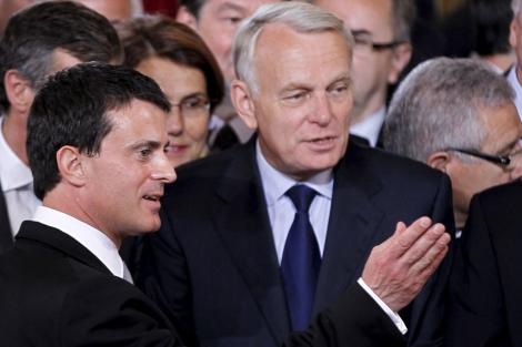 El titular del Interior, Manuel Valls, junto al primer ministro francés, Jean-Marc Ayrault. | Reuters