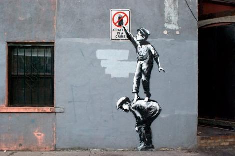 'El grafiti es un crimen', primera pieza de Banksy en su residencia en Nueva York.