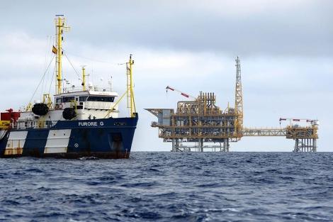 Trabajos en la plataforma de gas Castor ubicada frente a la costa de Vinaròs. | LL. G.