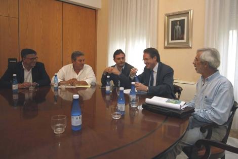 Los responsables, este jueves, en la sede del Gobierno en Castellón. | E. Torres