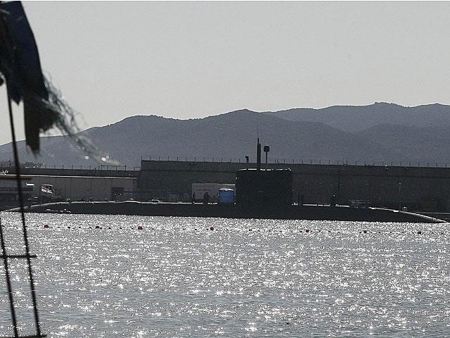 El submarino británico HMS Talent ayer en la base naval de Gibraltar.   Francisco Ledesma