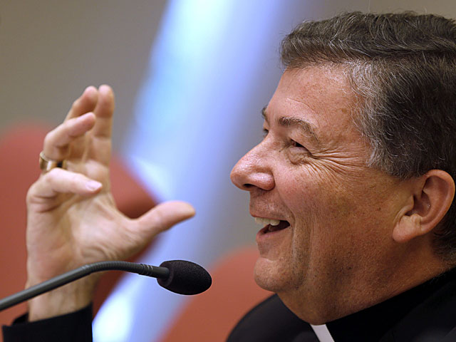 Juan Antonio Martínez Camino durante su última rueda de prensa como secretario general de los obispos.   Javier Lizón / Efe