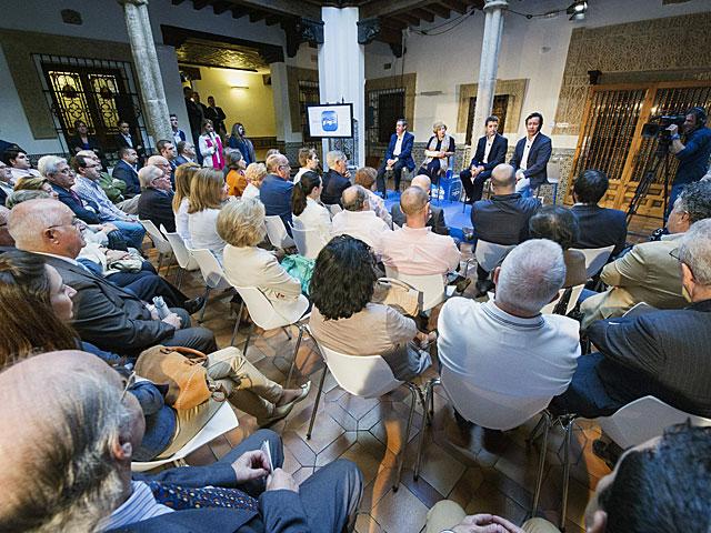 Participantes en el acto del PP en Toledo sobre la reforma de las pensiones. | Ismael Herrero / Efe