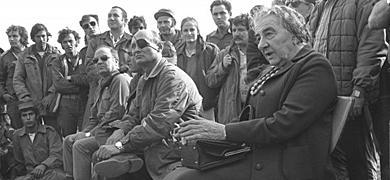Moshe Dayan (con parche) y Golda Meir, en octubre de 1973.
