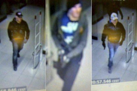 Imagen de los tres sospechosos captadas por las cámaras de seguridad del supermercado.